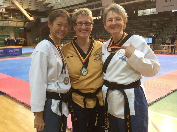 v.l.n.r.: Bettina Mak, Karin Illenberger und Kathi Albrecht sind überglücklich. (Foto: privat)