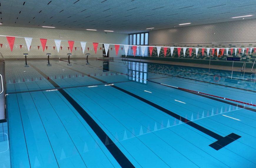 Schwimmen im Hallenbad